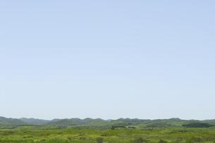 北海道の空と山並みの写真素材 [FYI04039964]