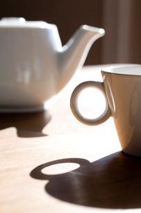 コーヒーカップとポットの写真素材 [FYI04040437]