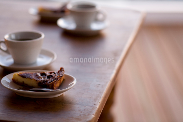 フルーツタルトとコーヒーの写真素材 [FYI04040483]