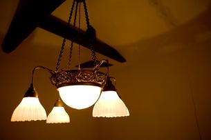 天井の照明の写真素材 [FYI04040493]