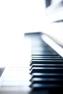ピアノの鍵盤の写真素材 [FYI04040609]