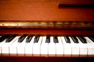 ピアノの鍵盤の写真素材 [FYI04040616]