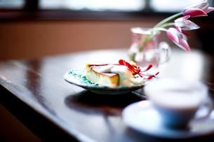 チーズケーキとコーヒーの写真素材 [FYI04040648]