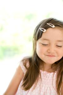 微笑む女の子の写真素材 [FYI04040885]