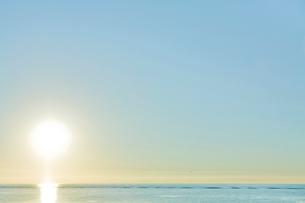 朝日と海の写真素材 [FYI04041160]