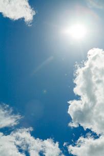 太陽と空と雲の写真素材 [FYI04041163]