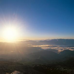 御岳山頂からの日の出の写真素材 [FYI04041231]