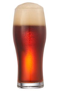 グラスに入った赤いビールの写真素材 [FYI04047880]