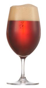 グラスに入った赤いビールの写真素材 [FYI04047899]