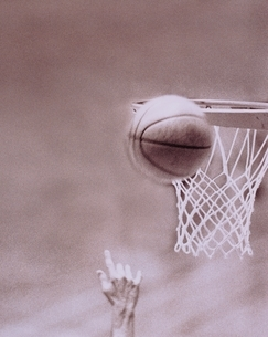 バスケットボール シュートする手の写真素材 [FYI04047933]