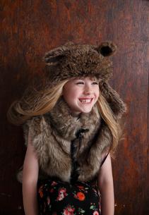 帽子をかぶったブロンド少女の写真素材 [FYI04047968]