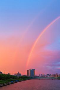 虹と朝焼けと隅田川の写真素材 [FYI04048444]
