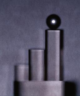 円形の筒(灰色)イメージの写真素材 [FYI04048790]