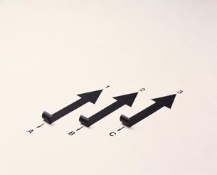 3本の矢印(B/W)の写真素材 [FYI04048801]