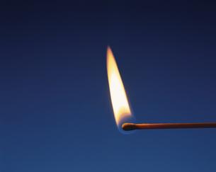 マッチの炎の写真素材 [FYI04049178]