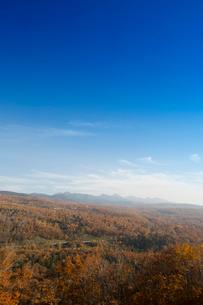 紅葉の蓼科中央高原と八ヶ岳連峰の写真素材 [FYI04049500]