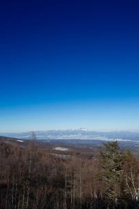 松原湖高原より佐久市街と浅間山を望むの写真素材 [FYI04049538]
