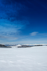 冬の美ヶ原高原より北アルプスを望むの写真素材 [FYI04049664]