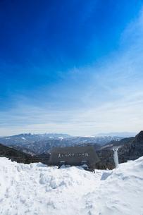 冬の美ヶ原より蓼科山と八ヶ岳連峰と南アルプスを望むの写真素材 [FYI04049665]