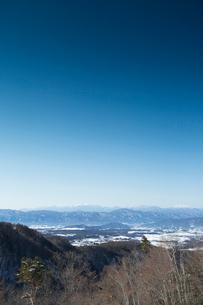 茅野市より冬の中央アルプスを望むの写真素材 [FYI04049675]