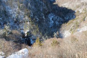 雪の王滝と横谷峡の写真素材 [FYI04049679]