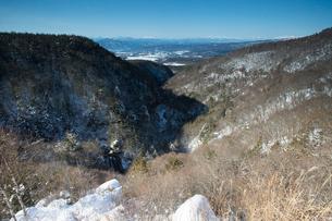 雪の王滝と横谷峡の写真素材 [FYI04049681]