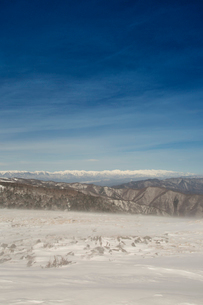 冬の美ヶ原高原より北アルプスを望むの写真素材 [FYI04049693]