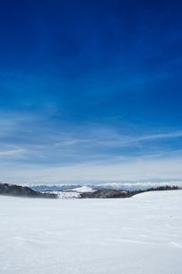 冬の美ヶ原高原より北アルプスを望むの写真素材 [FYI04049695]