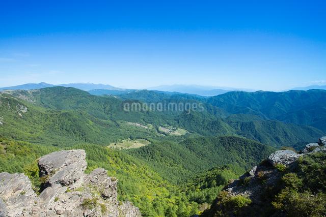 王ヶ鼻より蓼科山と八ヶ岳連峰と南アルプスを望むの写真素材 [FYI04049730]