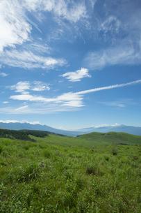 霧ケ峰高原より八ヶ岳連峰と富士山と南アルプスを望むの写真素材 [FYI04049755]