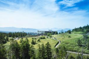 北八ヶ岳ロープウェイ山頂駅と坪庭自然園の写真素材 [FYI04049760]