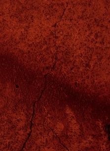 ひびの入った赤いコンクリートのアップの写真素材 [FYI04049876]