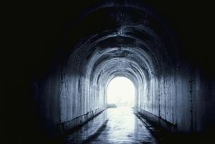 トンネルと光 本川村 高知県の写真素材 [FYI04049907]
