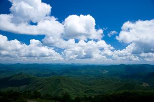 中国山地と夏の空の写真素材 [FYI04049983]