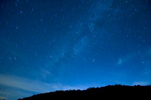 星空と天の川の写真素材 [FYI04049987]