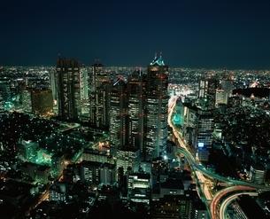 首都高と都庁とパークタワー夜景   新宿区 東京都の写真素材 [FYI04050058]