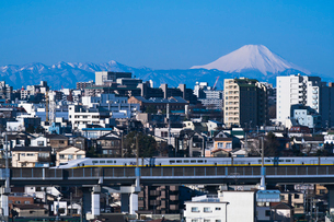 東京からの富士山と2階建て東北・上越新幹線E4系Maxの写真素材 [FYI04050147]