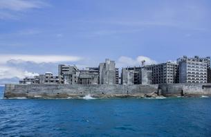 クルーズ船より望む軍艦島の写真素材 [FYI04050333]