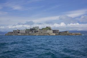 クルーズ船より望む軍艦島の写真素材 [FYI04050339]