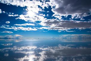 ウユニ塩湖の写真素材 [FYI04050512]
