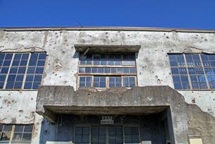 戦争の傷跡の残る建物 旧日立航空機変電所 の写真素材 [FYI04050870]