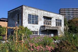 戦争の傷跡の残る建物 旧日立航空機変電所 の写真素材 [FYI04050871]