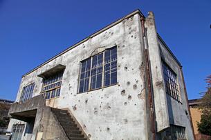 戦争の傷跡の残る建物 旧日立航空機変電所 の写真素材 [FYI04050872]