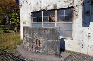 戦争の傷跡の残る建物 旧日立航空機変電所 の写真素材 [FYI04050889]