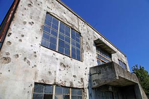 戦争の傷跡の残る建物 旧日立航空機変電所 の写真素材 [FYI04050890]