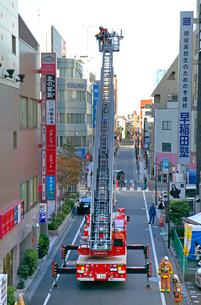 防災訓練の消防車の写真素材 [FYI04050959]