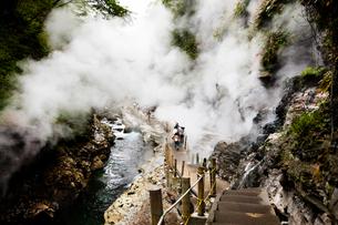 水蒸気が立ち込める小安峡の写真素材 [FYI04051070]