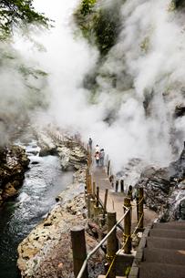 水蒸気が立ち込める小安峡の写真素材 [FYI04051074]