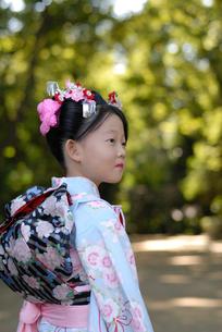 着物を着た女の子の写真素材 [FYI04051093]