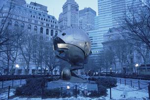9月11日のメモリアルのモニュメント(青) ニューヨークの写真素材 [FYI04051254]